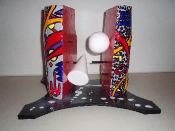 Femme libre   37cm x 37cm x 30cm   (plâtre, acrylique,  aluminium, polystyrène, bois)
